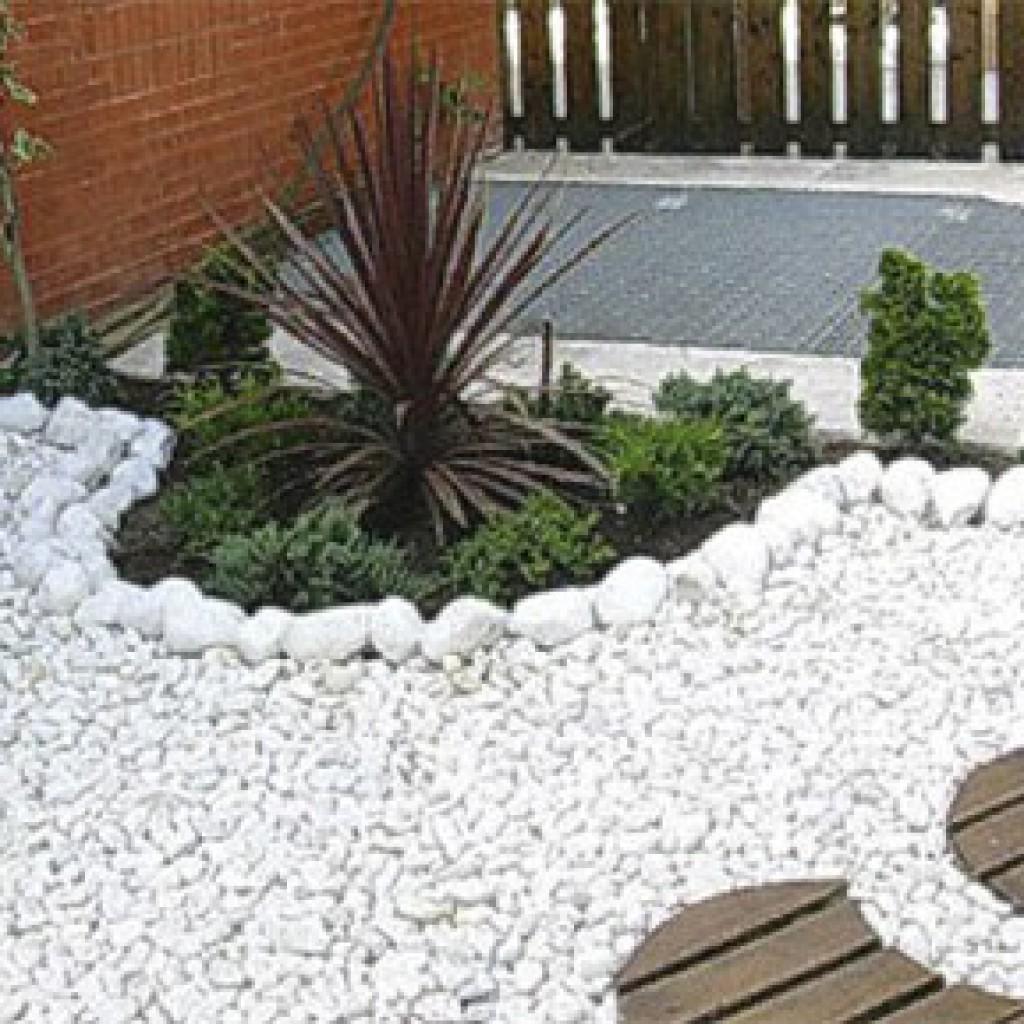 Jardin con grava ideas preciosas para decorar tu jardn for Decoracion jardin grava